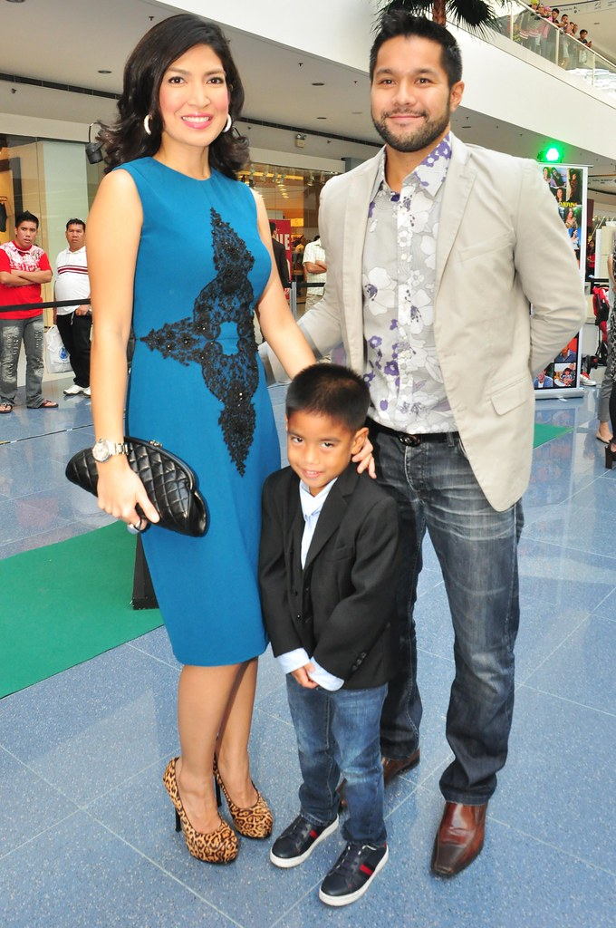 Liz Almoro with son, Juamee and host Victor Aliwalas
