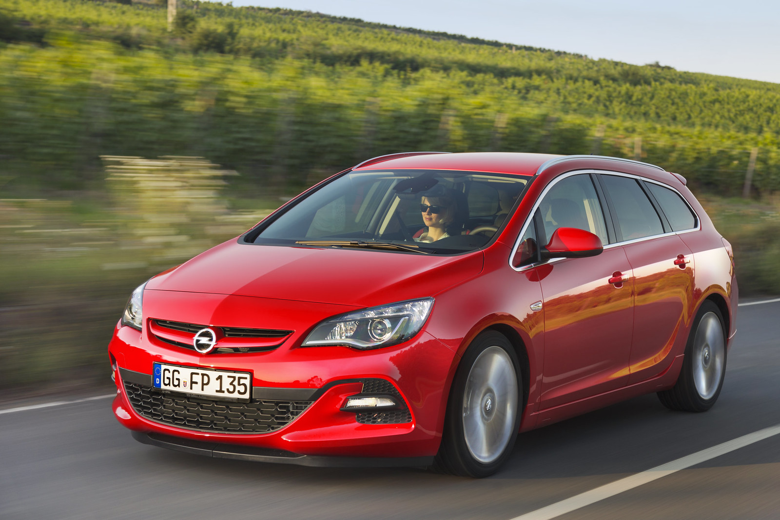 opel astra sports tourer best compact ever in 100 000 kilometer endurance test page 2. Black Bedroom Furniture Sets. Home Design Ideas