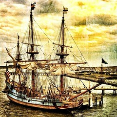 ship of the line, sailing ship, schooner, vehicle, east indiaman, ship, windjammer, training ship, full-rigged ship, fluyt, mast, carrack, frigate, barquentine, manila galleon, sloop-of-war, caravel, tall ship, watercraft, flagship, galleon, barque,