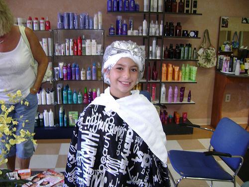 Crossdresser In Hair Rollers At Salon | newhairstylesformen2014.com