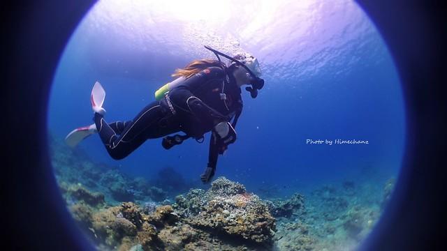体験ダイビングでこうやって自由に泳いでみませんか♪
