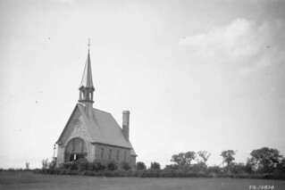 The memorial church to Acadians, Grand Pré, Nova Scotia, 1926 / L'église-souvenir en hommage aux Acadiens, Grand-Pré, Nouvelle-Écosse, 1926