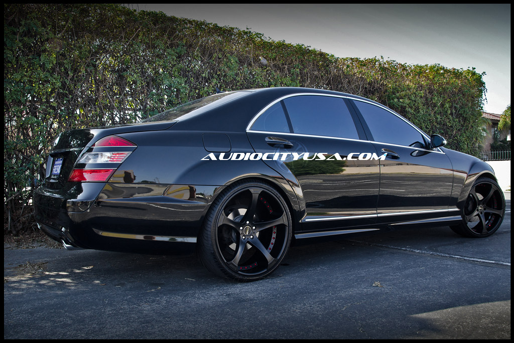 22 gfg supremo d2 custom colored with red rivets on for Custom mercedes benz s550