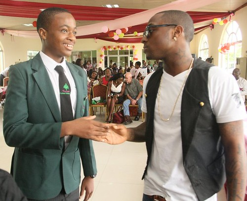 7733191708 4428d87430 Davido surprises the son of Nigerian Minister Of Aviation on Graduation day