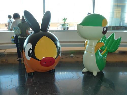 ポカブとツタージャ @ ポケモンセンターなつまつり 2012 in 羽田空港国際線ターミナル