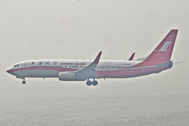 Shanghai Airlines Boeing 737-800; B-5460@HKG;03.08.2012/669ez
