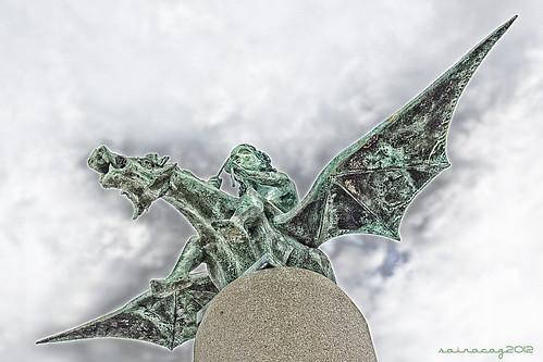 Monumento a los cantores, poetas y trovadores de la Ría de Vigo by sairacaz