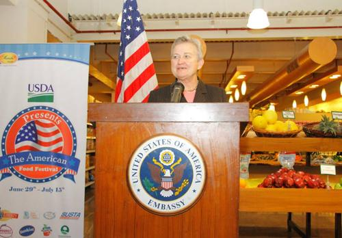 U.S. Ambassador Nancy Powell inaugurates the U.S. Food and Beverage Independence Day Festival outside an Indian grocery store, called Le Marche, in Gurgaon, India, July 3, 2012. The festival was the first multi-retailer U.S. food and beverage promotional campaign held throughout cities in India from June 29 to July 22.