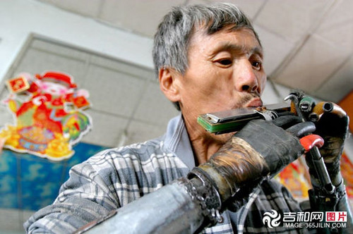 chinese_man_builds_himself_bionic_hands_from_scrap_metal_640_13