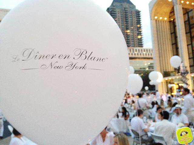 diner en blanc NYC 2012 balloon