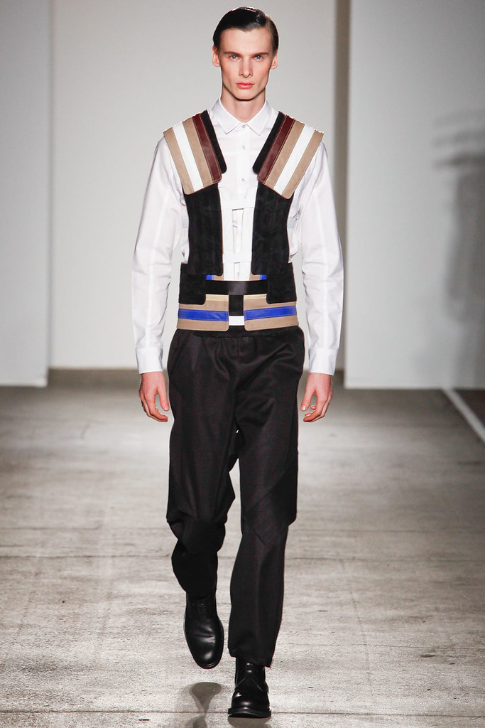 Angus Low3036_FW12 NY Tim Coppens(VOGUE)