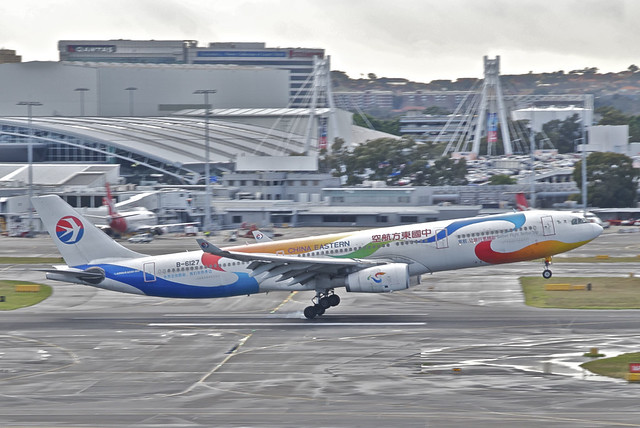 China Eastern Airlines Airbus A330-300; B-6127@SYD;31.07.2012/666cc