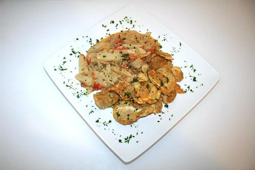 39 - Gebratene Austernpilze mit Kohlrabigemüse / Fried oyster mushrooms with kohlrabi - Serviert