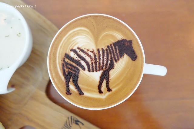 29015651016 536fbb7ab0 z - 斑馬散步咖啡.Zebra Walking Cafe│老宅改建咖啡館,漂亮白色建築,擁有寬敞庭院,環境漂亮好拍照