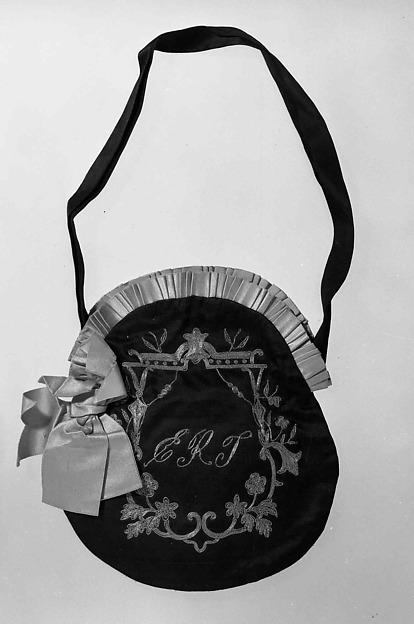 3953035877 The History of Handbags