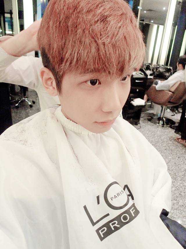 typicalben camwhore while cutting hair