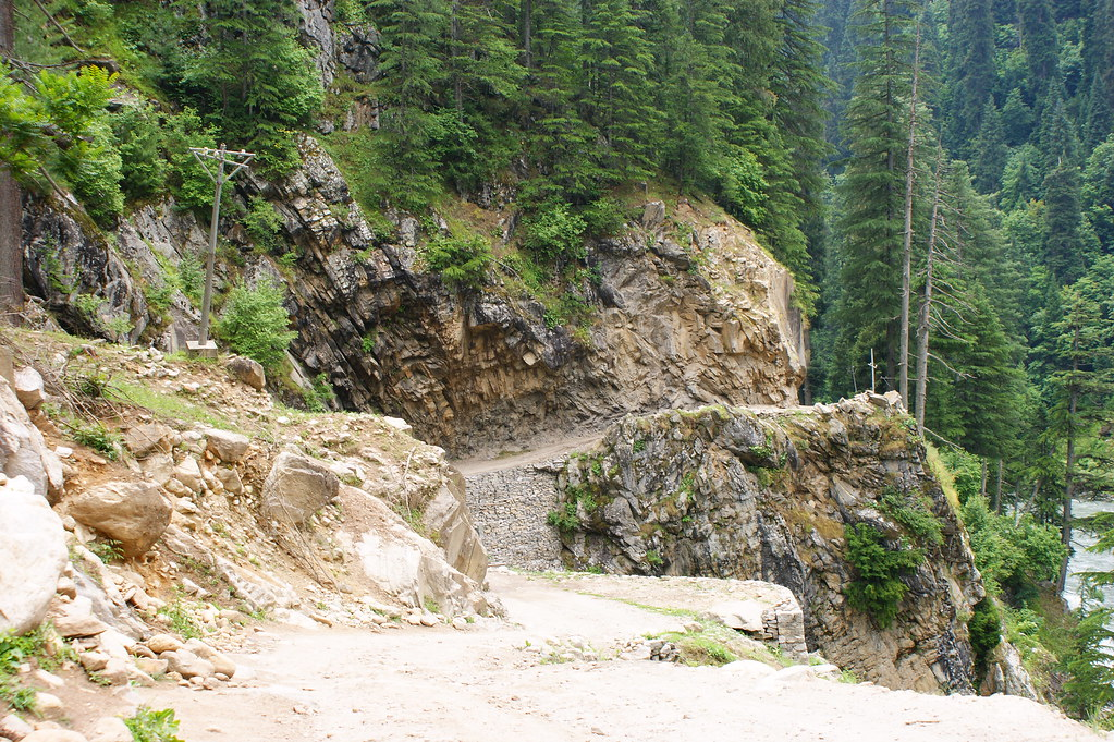 """MJC Summer 2012 Excursion to Neelum Valley with the great """"LIBRA"""" and Co - 7595302556 81abd58e53 b"""