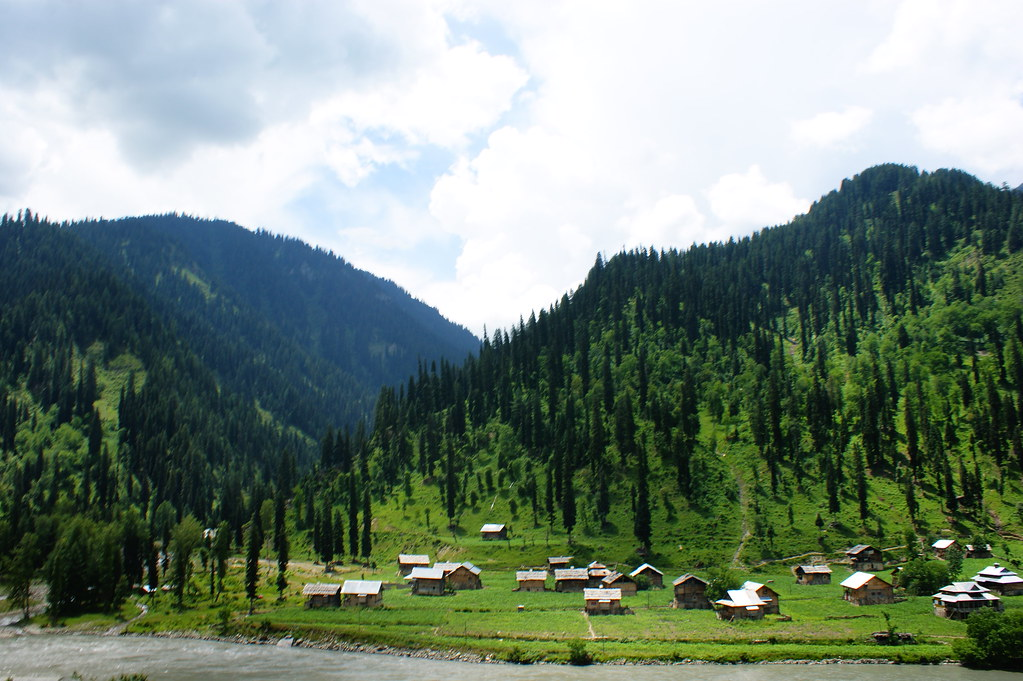 """MJC Summer 2012 Excursion to Neelum Valley with the great """"LIBRA"""" and Co - 7608870196 3fa4236cc9 b"""