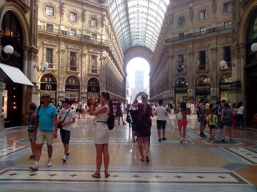 Due fotografie turistici by Ylbert Durishti