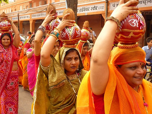 Women carrying water from Galta temple into Jaipur