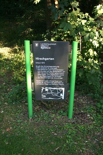 Am Eingang zum Hirschgarten