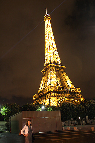 Me-standing-by-eiffel2