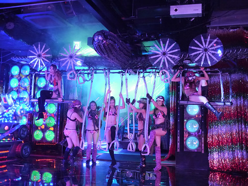 robot restaurant  (10 of  20)-2