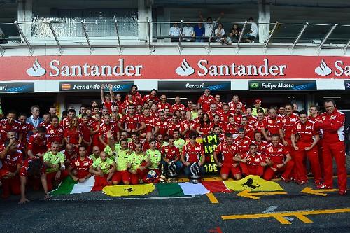 Ferrari imita la celebracion de Balotelli