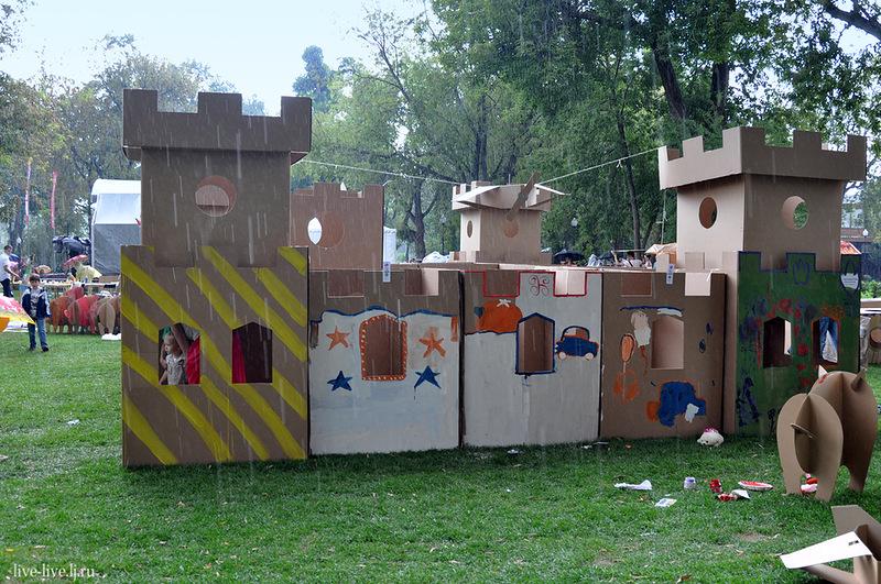 Cardboard city_081