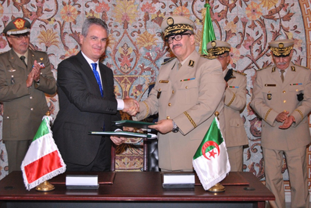 الصناعة العسكرية الجزائرية مروحيات [ AgustaWestland ]  28298214444_5898380cbe_o