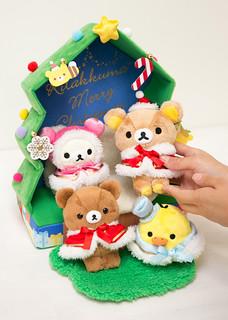 聖誕氣氛滿點!拉拉熊「森林的聖誕樹沙發場景組」陪你過佳節~ リラックマ「森のクリスマスツリーソファぬいぐるみ」