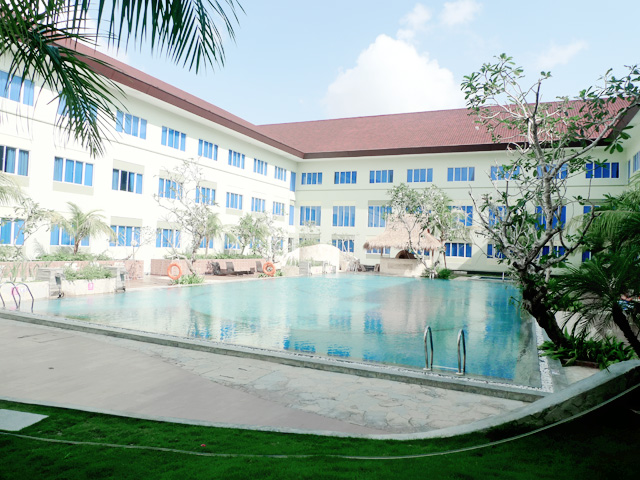 aston tanjung pinang bintan swimming pool 2