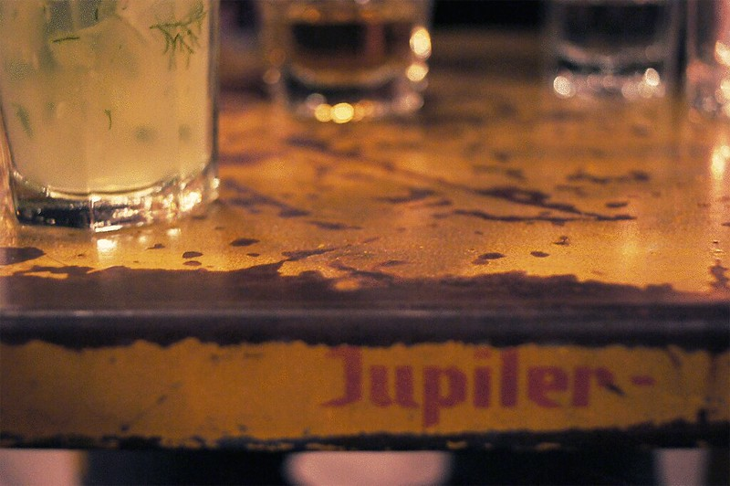 juliette_restaurant_table_edge