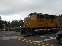 A UP freight zooms across the Territorial Road crossing just north of Canby