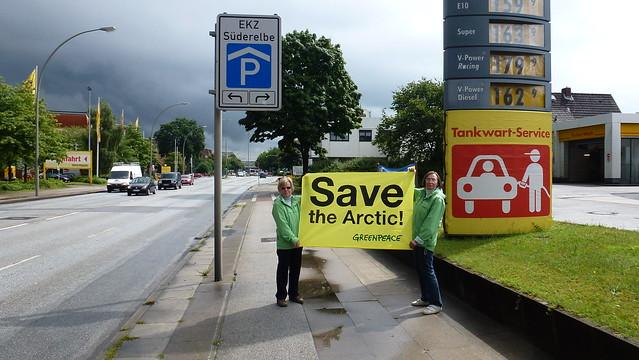protest vor shell tankstelle in hamburg neugraben gegen lbohrungen in der arktis flickr. Black Bedroom Furniture Sets. Home Design Ideas