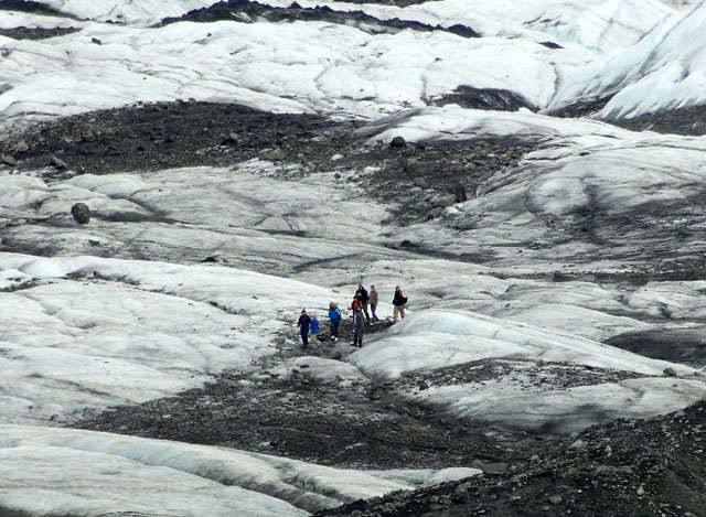 hiking-group-glacier