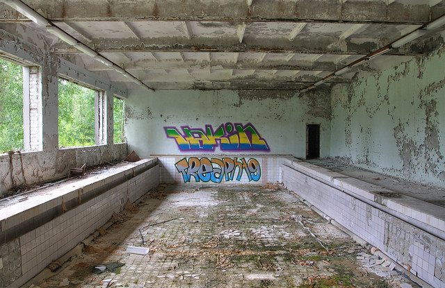 Prypiat swimming pool chernobyl exclusion zone flickr for Pool show 5168