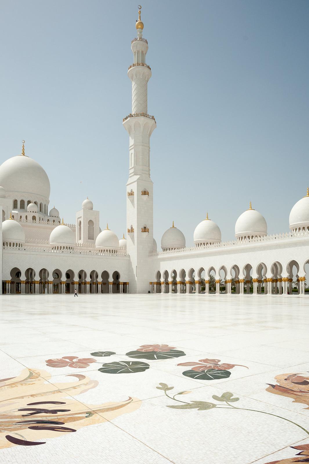 Grand Mosque: flores no pátio