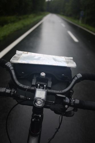 Cycling up the Onne-yu pass (Route 247) in rain (Hokkaido, Japan)
