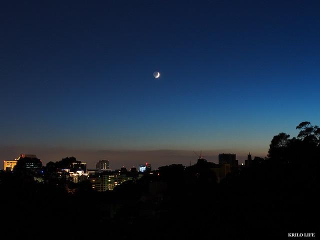 初四。新月過
