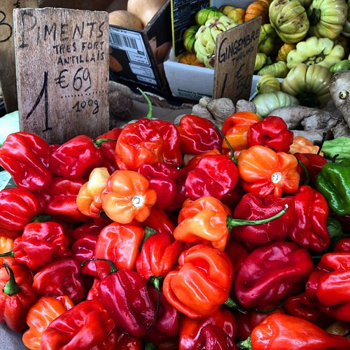 Morning market, picking a pack of peppers in Paris #lovingthemoment