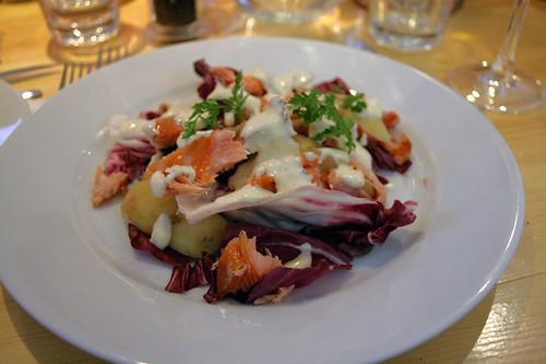 Salade de saumon fumé à chaud, pommes de terre nouvelles