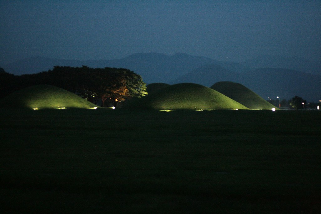 Gyeongju burial mounds, 경주, 慶州市 新羅