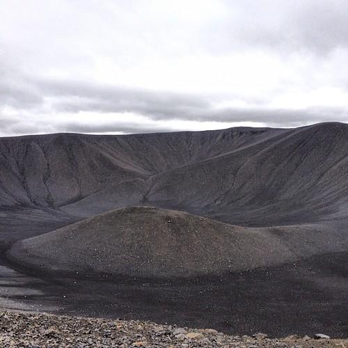 Cráter Hverfell, en la región de Myvatn #iceland #islandia #tripiniceland #volcan #volcano