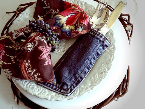 Rustic tablescape Brown floral napkins with gold goblets