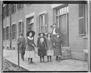 Mill Girls. Pacific Mills. Lawrence, Mass, November 1910