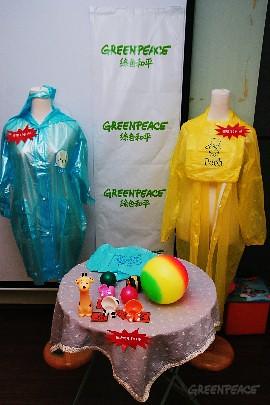 綠色和平抽樣市面上12種兒童玩具及用品,其中9樣摻雜違禁塑化劑。(圖片來源:台灣綠色和平)