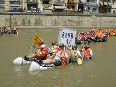 dragon boat(0.0), vehicle(1.0), sports(1.0), rowing(1.0), race(1.0), recreation(1.0), boating(1.0), water sport(1.0), watercraft(1.0), boat(1.0), raft(1.0),