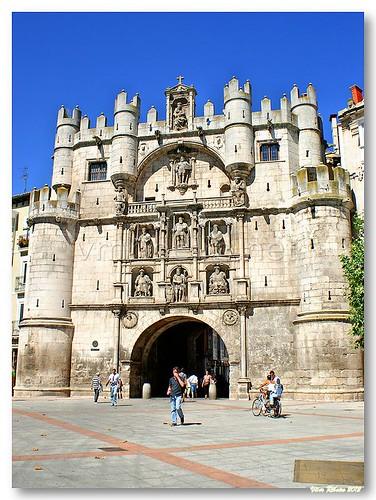 Arco de Santa Maria by VRfoto