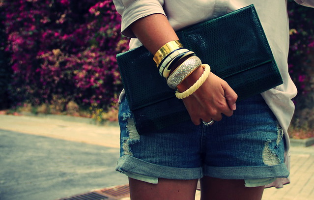 Look shorts + tacón serpiente